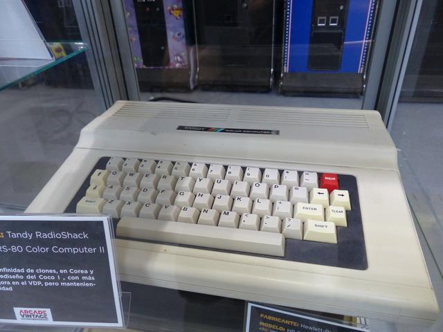 Museo Arcade Vintage - Tandy TRS-80 Color Computer 2 (1983)